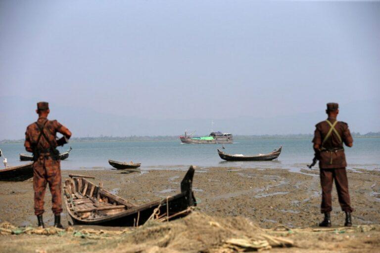 নৌকাসহ ২০ বাংলাদেশি জেলে ধরে নিয়ে গেছে মিয়ানমার নৌবাহিনী